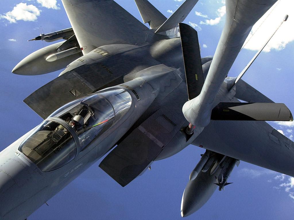 戦闘機の燃料補給 壁紙 - Fighter WALLPAPER