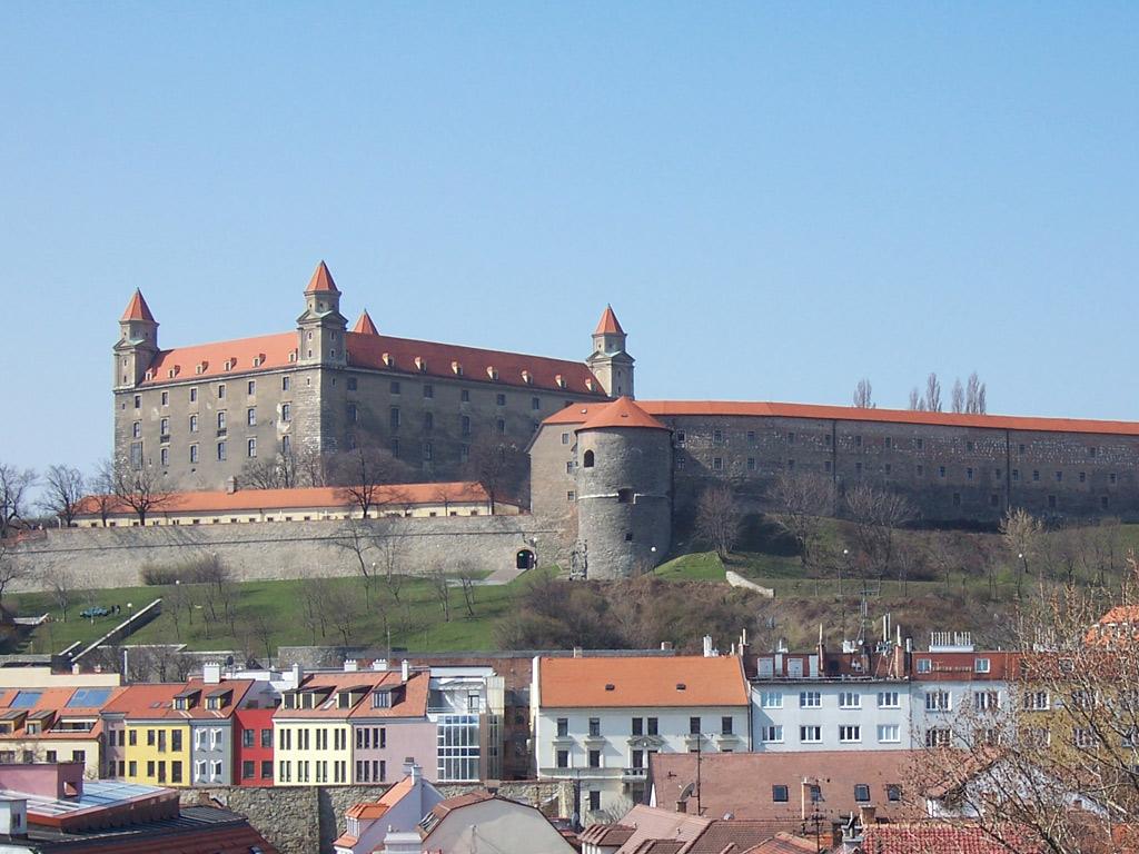 ブラチスラヴァ城(スロバキア) 壁紙 - Bratislava, Slovakia WALLPAPER